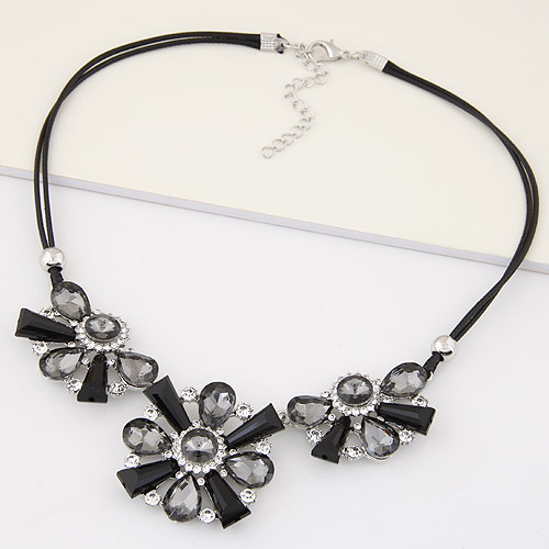 Buy Fashion Statement Necklace Zinc Alloy Glass Flower platinum plated lead & cadmium free 400mm Sold Per Approx 15.75 Inch Strand