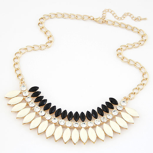 Buy Fashion Statement Necklace Zinc Alloy Resin gold color plated twist oval chain white lead & cadmium free 400x120x32mm Sold Per Approx 15.75 Inch Strand