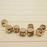 24K Gold Perlen, Messing, Quadrat, 24 K vergoldet, frei von Blei & Kadmium, 3x3mm, Bohrung:ca. 1-2mm, 10PCs/Tasche, verkauft von Tasche