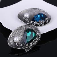 Kristall Brosche, Zinklegierung, mit ABS-Kunststoff-Perlen & Kristall, antik silberfarben plattiert, für Frau & facettierte, keine, frei von Blei & Kadmium, 50x60mm, verkauft von PC