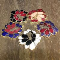 Cloisonné Anhänger, Blume, 24 K vergoldet, keine, 33x28mm, Bohrung:ca. 1mm, 10PCs/Tasche, verkauft von Tasche