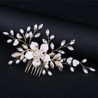 Braut Dekoratives Haarkämmchen, Zinklegierung, mit Weiße Muschel & Kunststoff Perlen, Blume, goldfarben plattiert, für Braut & mit Strass, frei von Nickel, Blei & Kadmium, 120x70mm, verkauft von PC